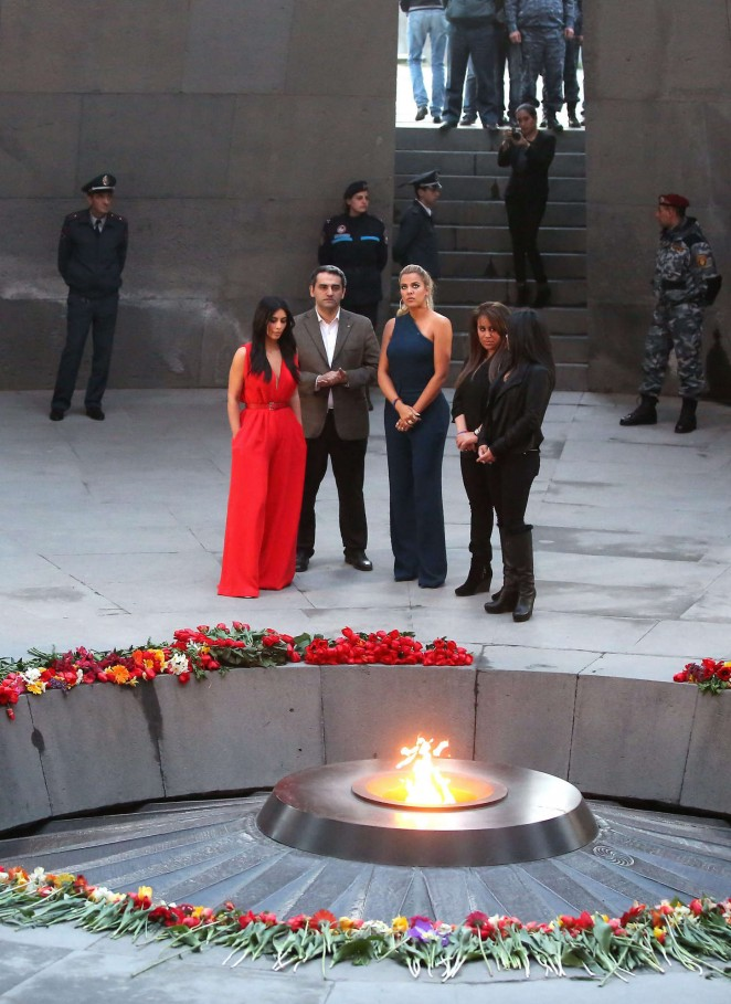 Kim-Kardashian--Visiting-the-Armenian-Genocide-Memorial--12-662x909